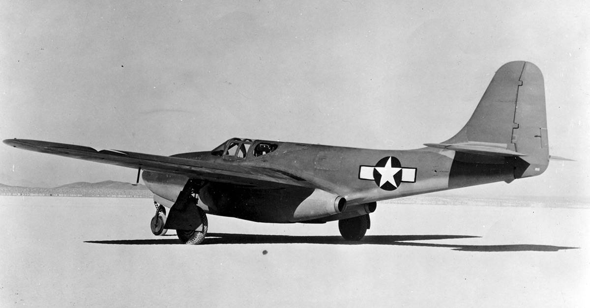 (2)Bell_XP-59_Airacomet_