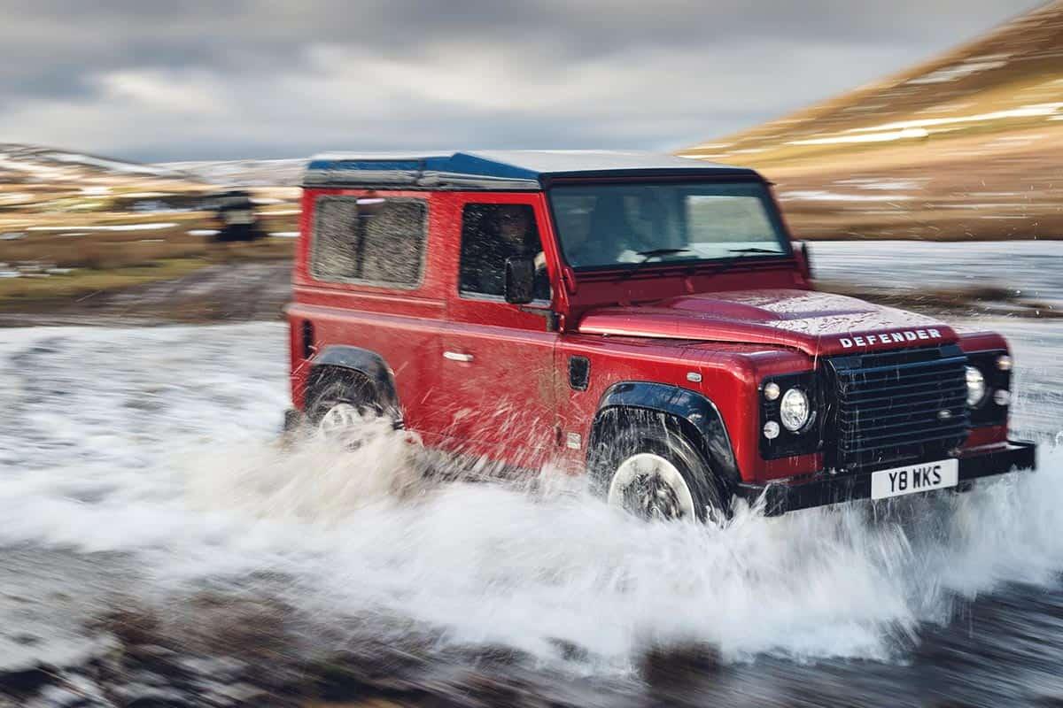 Land Rover Defender(Gear Junkie)