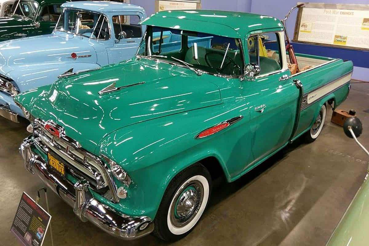1957_Chevrolet_Cameo_Carrier