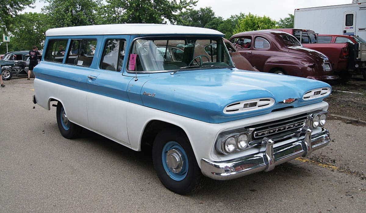 1961_Chevrolet_Apache_Suburban