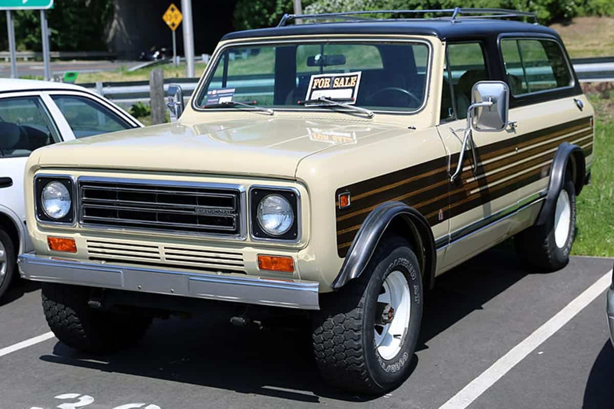 1976-80_IH_Scout_II_Traveller_front
