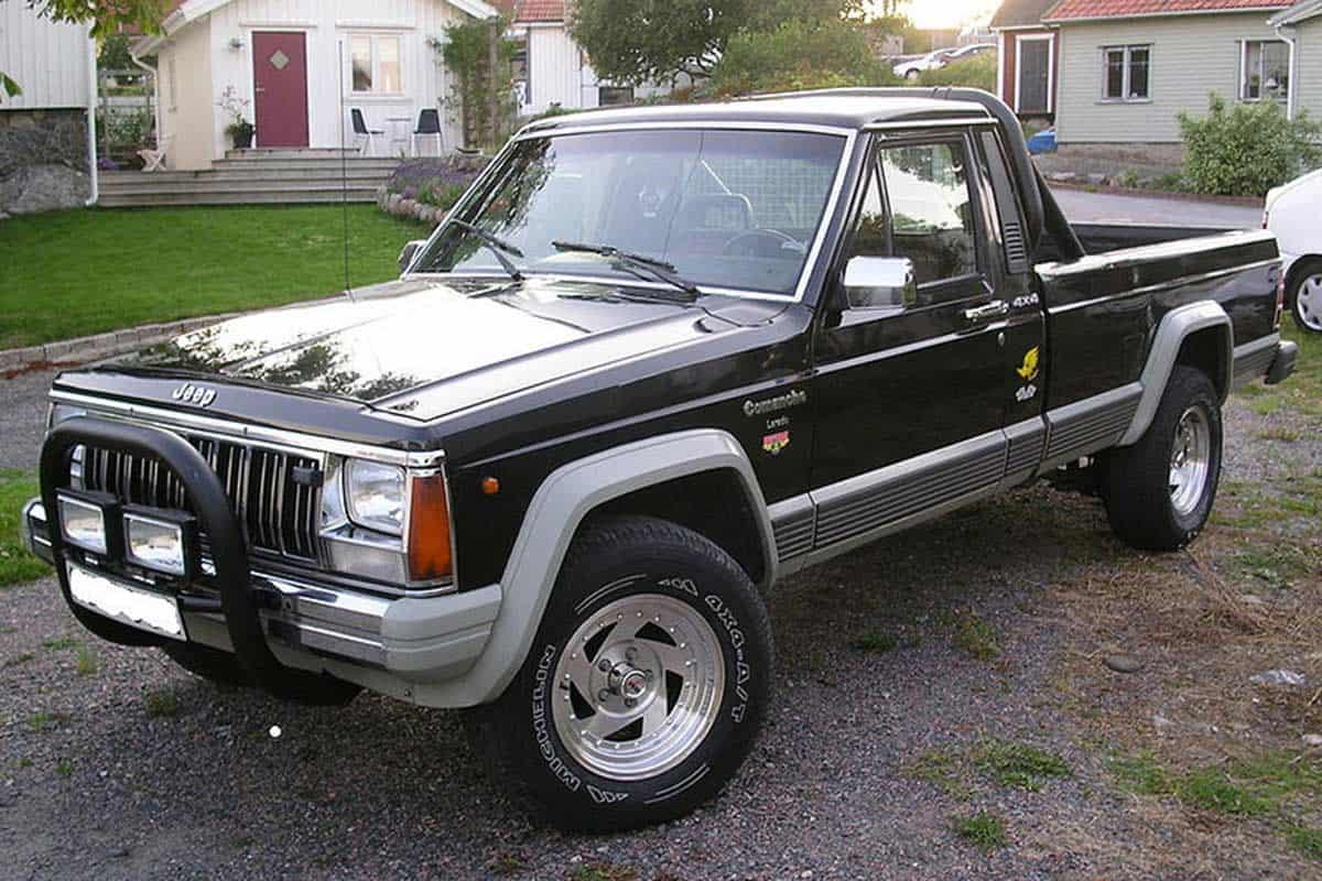 Jeep_comanche_Laredo_longbed_1988