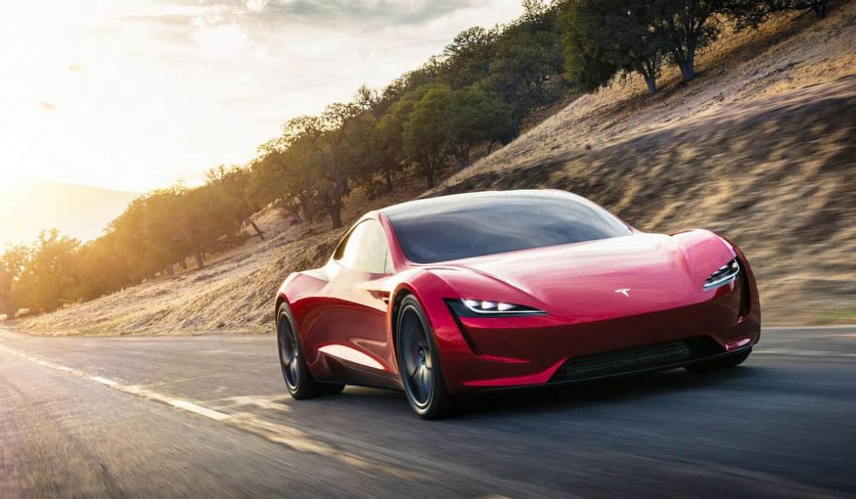 Tesla Roadster(Digital Trends)