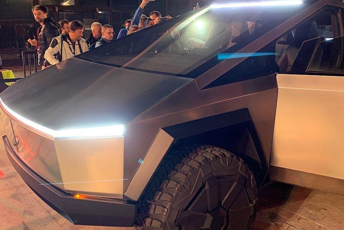 Tesla Cybertruck front end