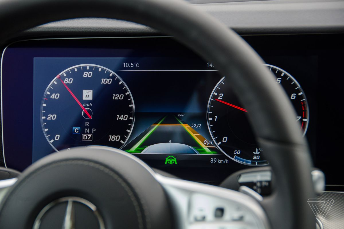 The computer tracks where you are in the lane, as well as where other cars are relative to you